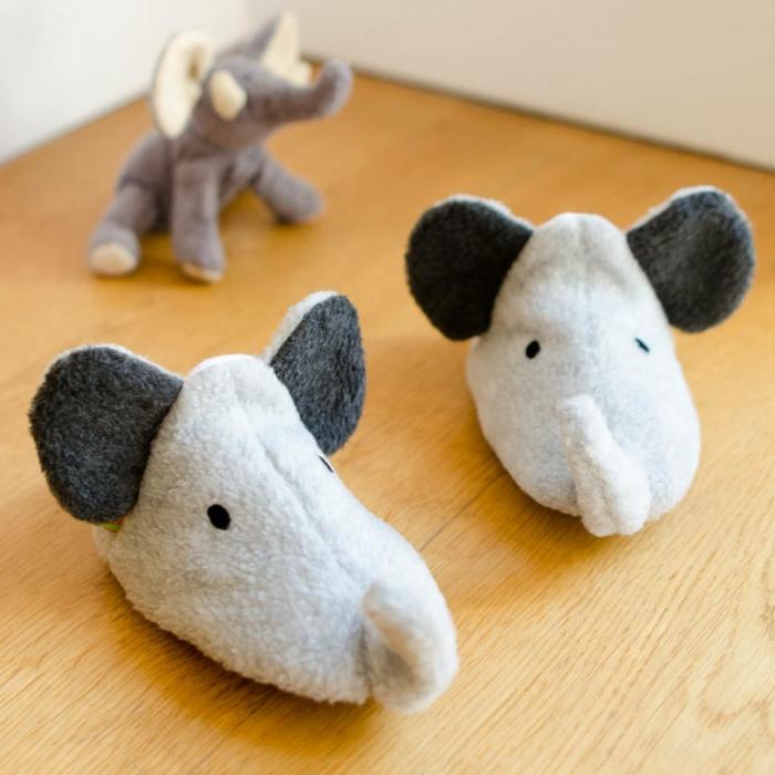 bequeme-Kinder-Hausschuhe-Elefant-Muster-schwarz-weiß-süß-kokett