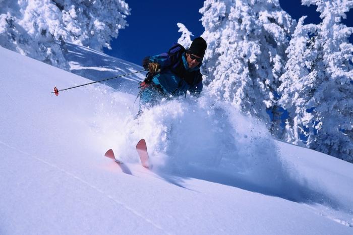 sehr inspirierende skifahren bilder - ein ski fahrer