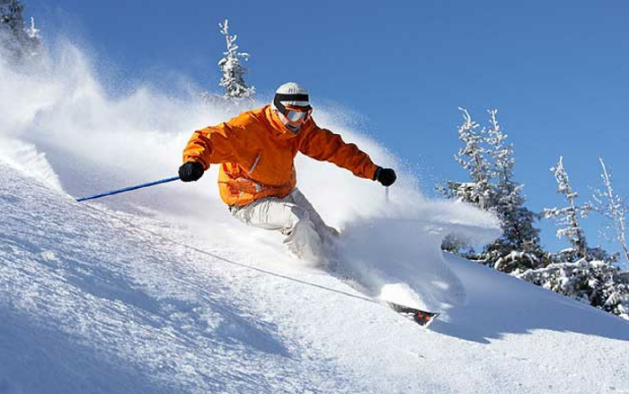 bilder-von-skifahren-blauer-himmel-sport-treiben