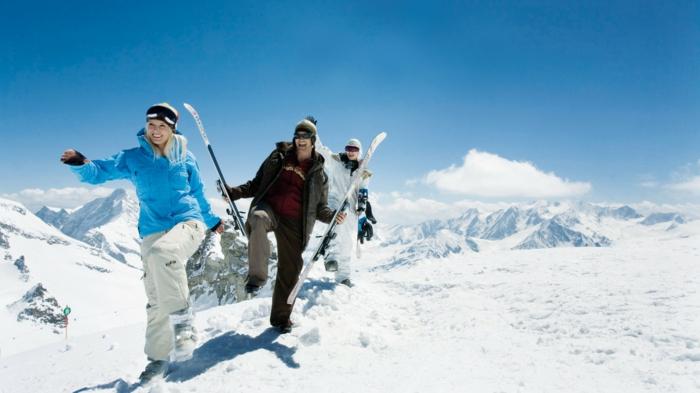 bilder-von-skifahren-blauer-himmel-wießer-schnee