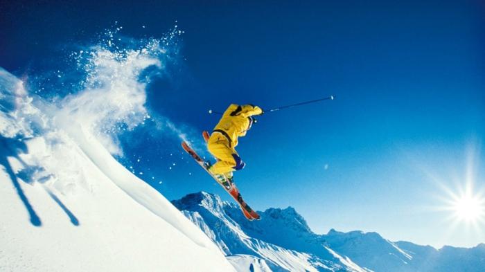 bilder-von-skifahren-blauer-himmel