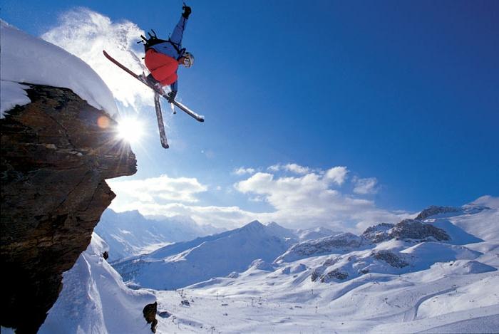 bilder-von-skifahren-hochspringen