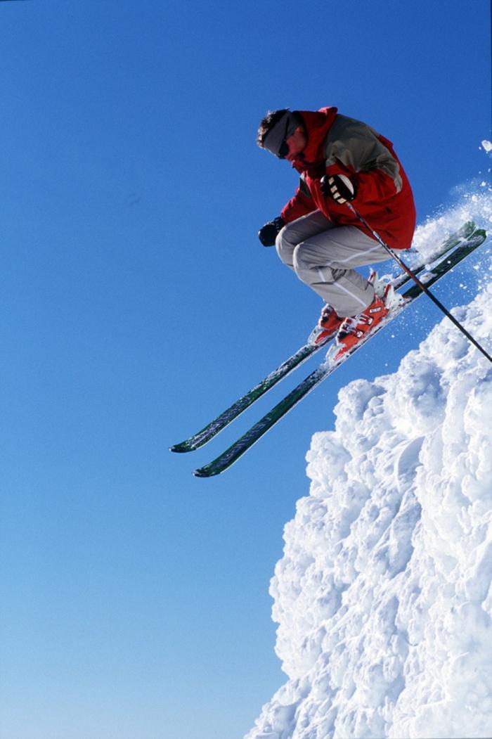 bilder-von-skifahren-springen-und-haben-spaß