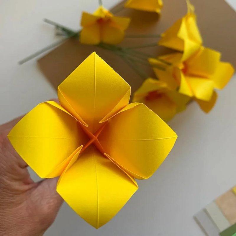 blume aus papier falten gelbe osterglocke blumen
