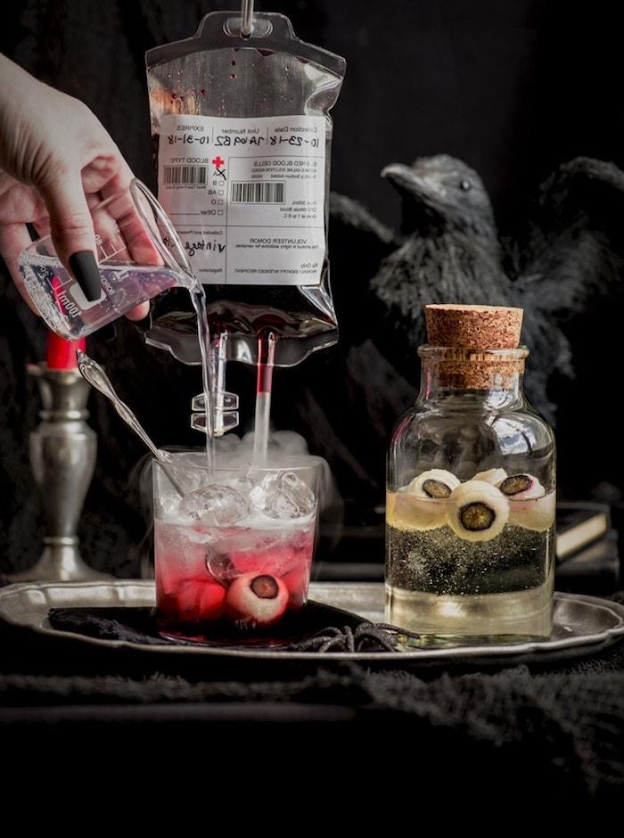 blutiger cocktail gin tonic halloween rezepte getränke mit augen gruselige ideen party