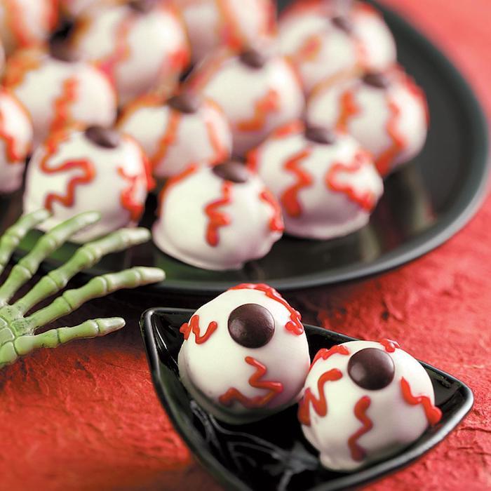 blutunterlaufene augenäpfel gruselige ideen halloween fingerfood kinderparty ideen erdnussbutter plätzchen backen