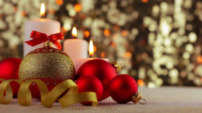 Weihnachtsdekoration-Ideen-Weihnachten-rote-goldene-Kugeln