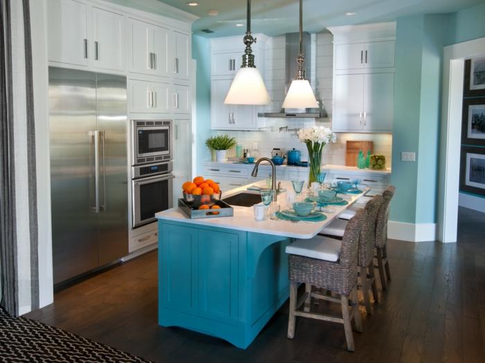 deko ideen für die küche - kochinsel in blauer farbe