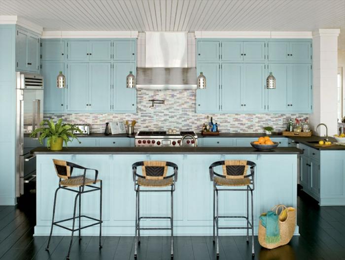 deko-ideen-für-küche-kochinsel-in-blau