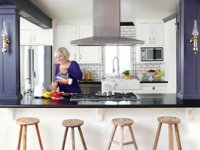 deko-ideen-für-küche-vier-barhocker