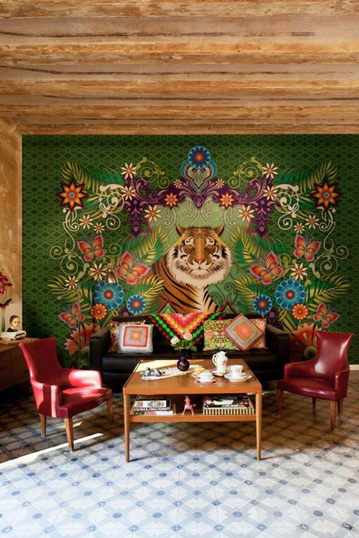 unser wildes wohnzimmer:eigenartige-Gestaltung-rote-Leder-Sessel-wunderschöne-Tapeten-Tiger