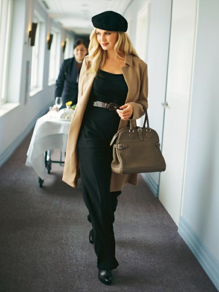 elegante-Kleidung-schwarz-beige-Mantel-Tasche-französische-Mütze-schick-modern