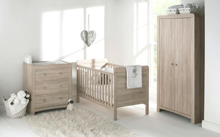 elegante-minimalistische-Einrichtung-hölzerne-Möbel-rustikaler-Stil-Kinderzimmer-Schrank-flaumiger-Teppich-Plüschtiere-Wanddekoration-graues-Herz
