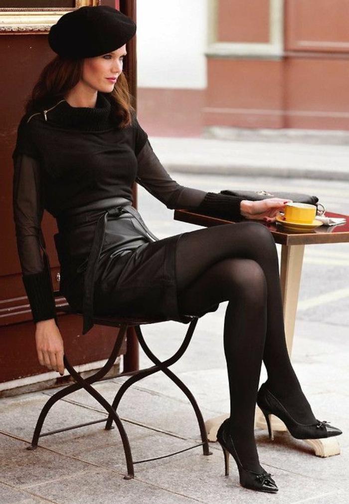 eleganter-Outfit-Lederrock-Barett-Mütze-stilvoll-retro-Mode-gelbe-Kaffeetasse