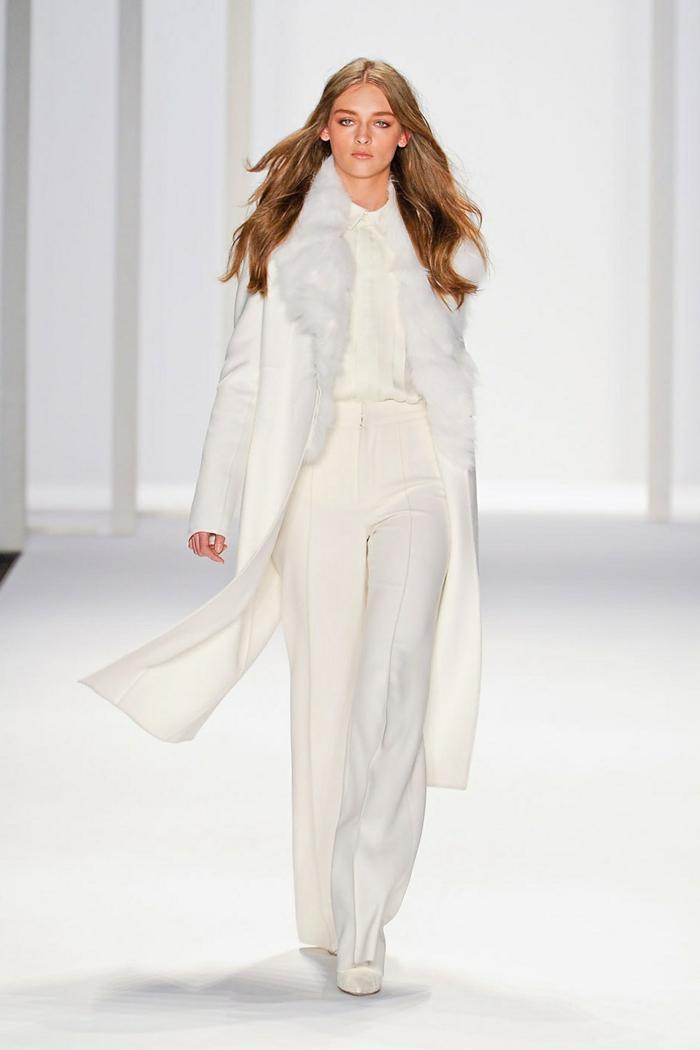 eleganter-Outfit-weißer-Mantel-Hosen-Hemd-Schue-Revue