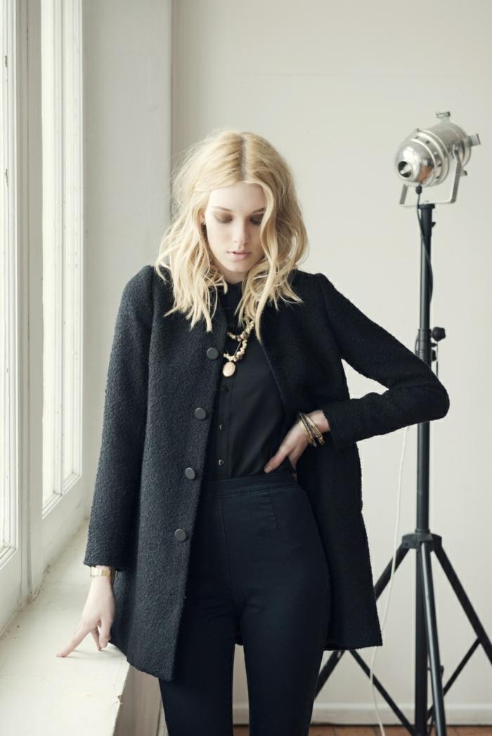 eleganter-Outfit-schwarz-Wollmantel-Damen