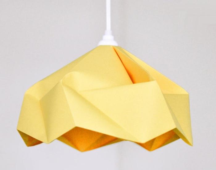 extravagante-hängende-lampe-aus-papier
