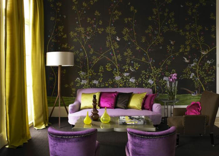 extravagantes-Interieur-grelle-Farben-Satin-Samt-Sessel-Kissen-Designer-Tapeten-schwarzer-Hintergrund-florale-Motive
