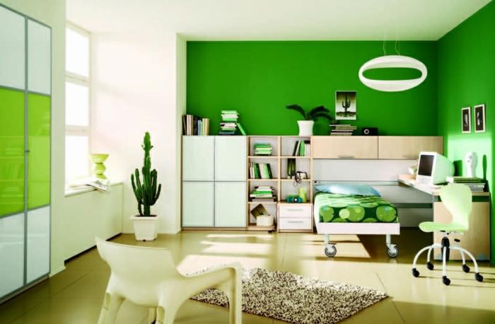 farbliche-raumgestaltung-grüne-wand-als-akzent