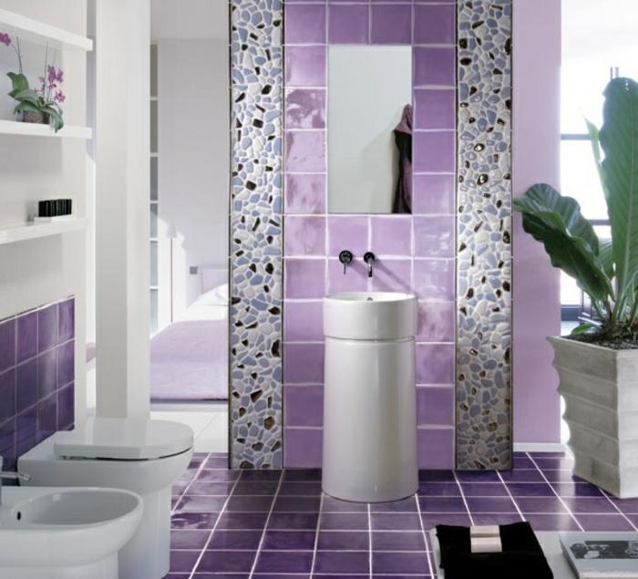 farbliche-raumgestaltung-lila-modell-badezimmer