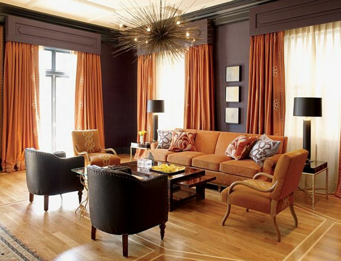 farbliche-raumgestaltung-zwei-schwarze-stühle