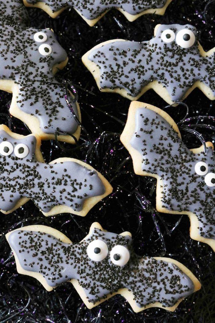 fledermäuse grauer zuckerguss kekse halloween essen ideen gruselige kindergeburtstagsparty ideen und inspiration