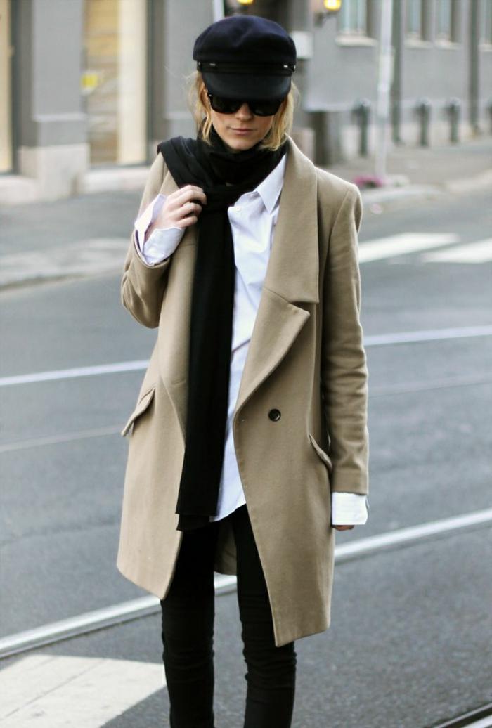 französische-Mütze-schwarz-schick-Winter-Outfit-beige-Mantel