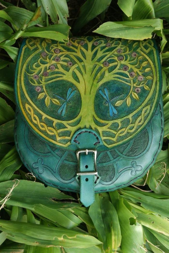 gürteltasche-aus-leder-grüne-farbe