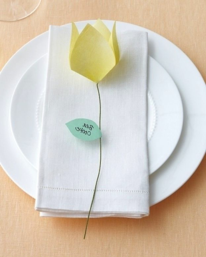 gelbe-Tulpe-Papier-Origami-Tischkarte-ofizielles-Ereignis-kreative-Idee