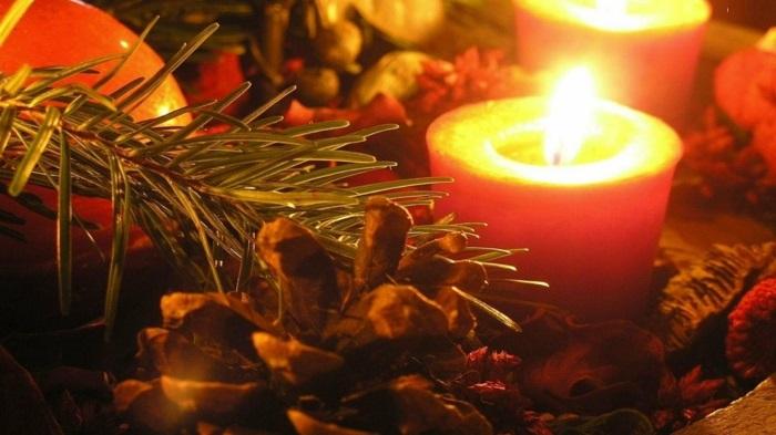 gemütliche-Tischdekoration-schöne-Weihnachtsdekoration-Ideen
