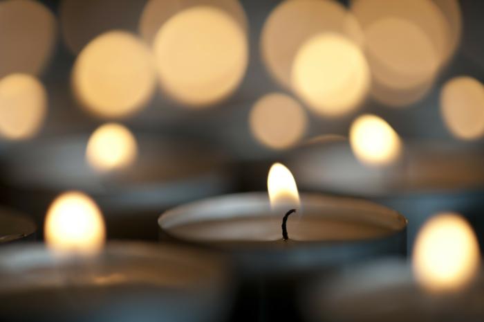 Kerzen-Leuchten-kleine-Feuer-Weihnachten