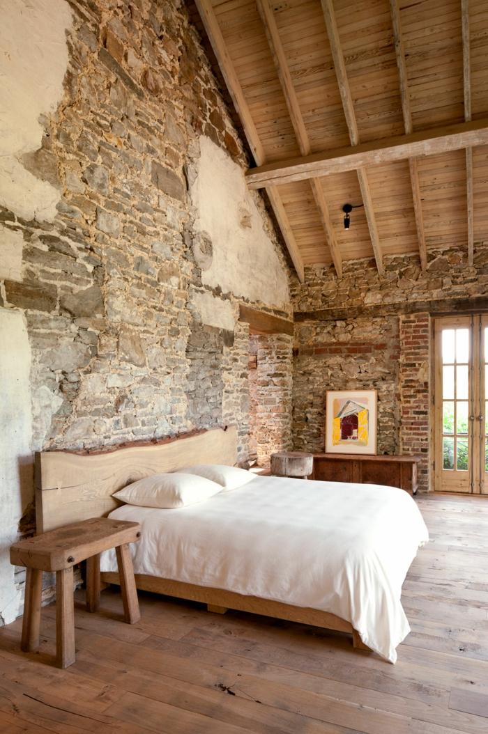 gemütliches-Schlafzimmer-rustikale-Möbel-Ziegel-Steinwände