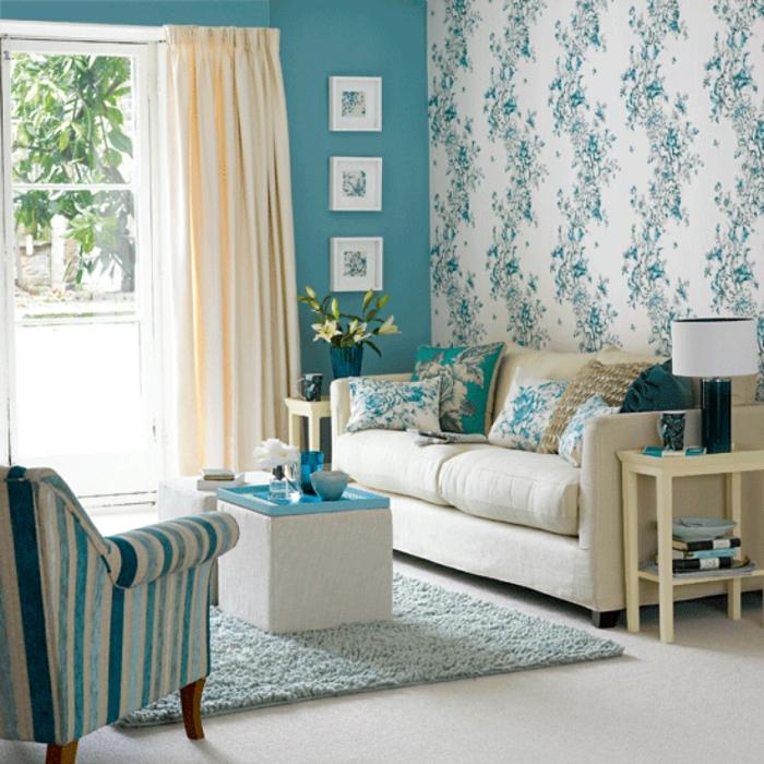 gemütliches-Wohnzimmer-Designer-Tapeten-türkis-Farbe-Akzente