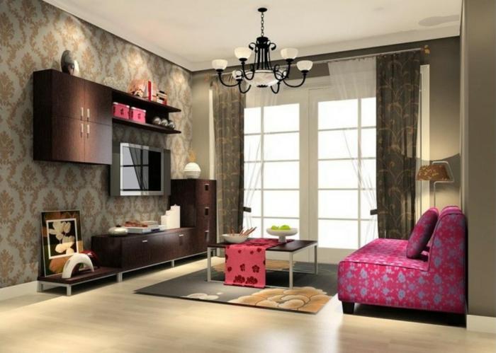 gemütliches-Wohnzimmer-rosa-Akzente-Sessel-artistisch-effektvoll-Designer-Tapeten