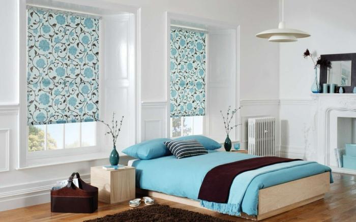 gemütliches-schlafzimmer-gestalten-bett-mit-blauen-bettwäschen