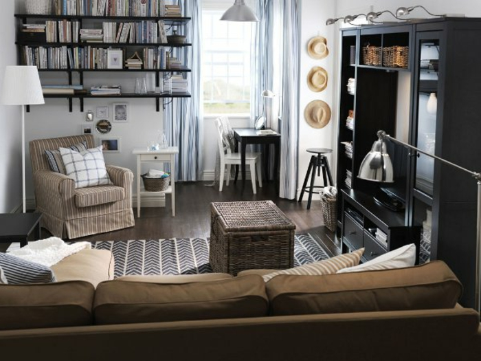 gemütliches-wohnzimmer-braunes-sofa