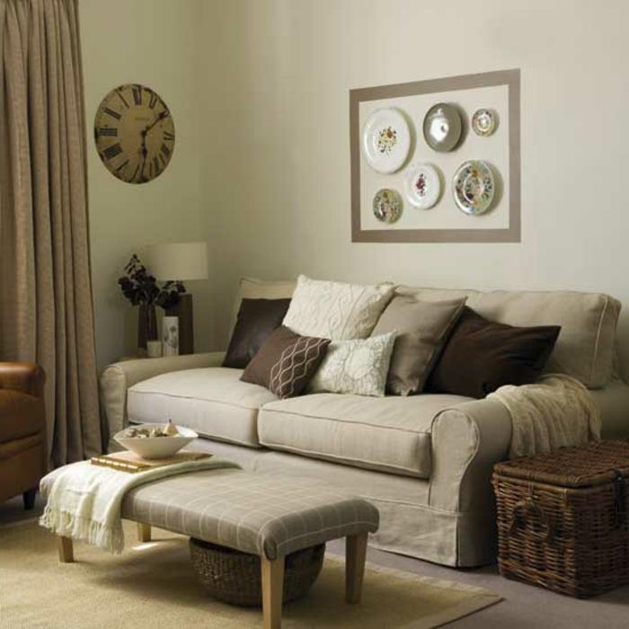 gemütliches-wohnzimmer-ein-bild-über-dem-sofa