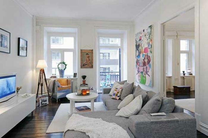 gemütliches-wohnzimmer-graue-sofas