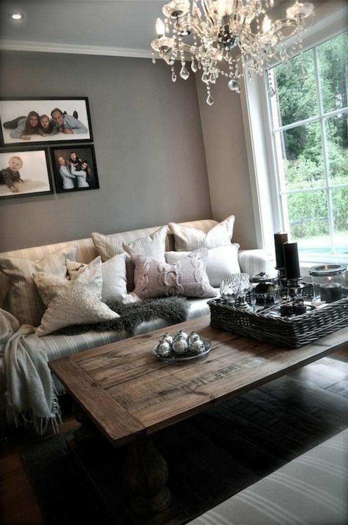 gemütliches-wohnzimmer-hölzerner-nesttisch