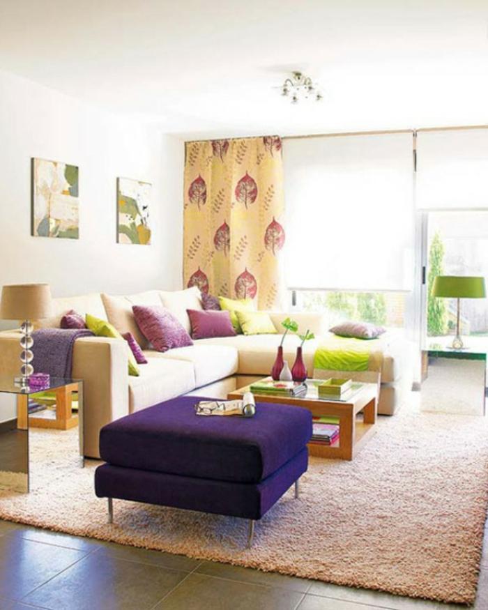 wohnzimmer deko ideen wunderschne gardinen lila hocker - Gemtliches Wohnzimmer Ideen