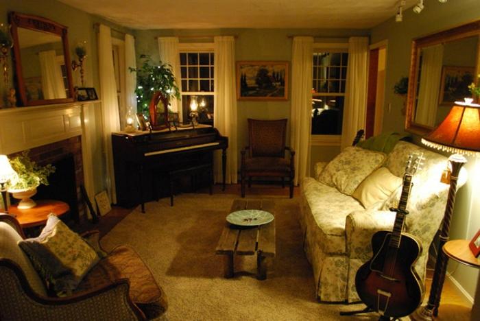 gemütliches-wohnzimmer-warmes-licht