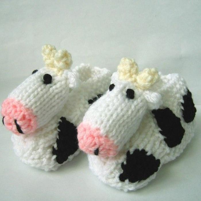gestrickte-Hausschuhe-Kinder-Kuh-Muster