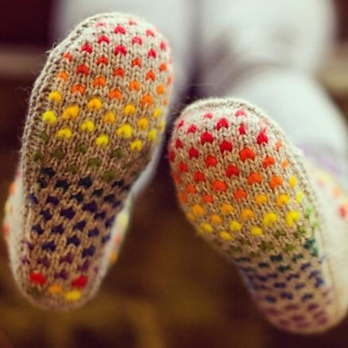 gestrickte-Socken-Hausschuhe-bequemes-Modell