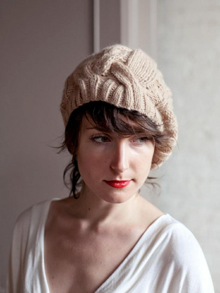 gestrickte-französische-Mütze-Wintermode-retro-schick-klassisch