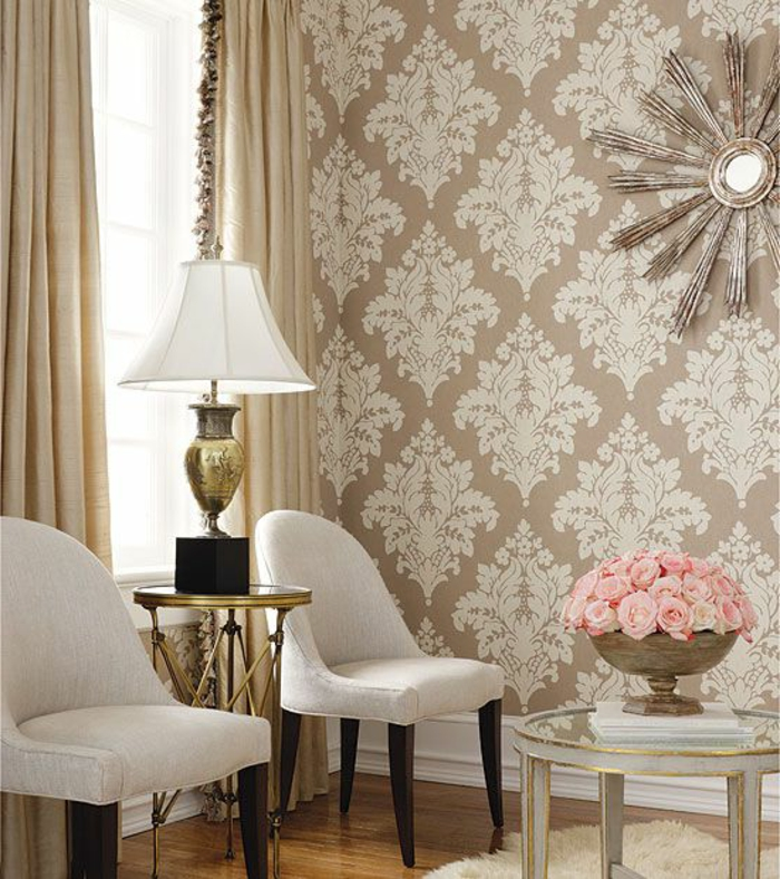 glamouröse-Ausstattung-elegante-beige-Tapeten-rosa-Rosen-Wanddekoration