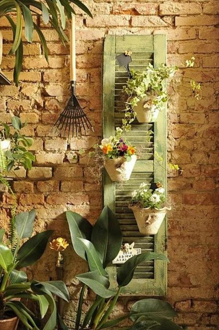 grüner-Fensterladen-Garten-Dekoration-Blumentöpfe-Ziegelwand-Garten-Zubehör