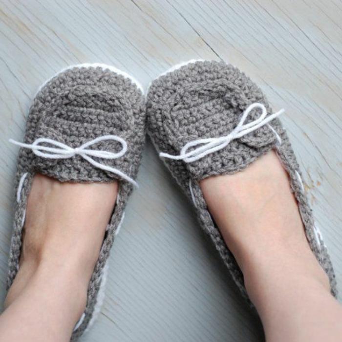 graues-Crochet-Modell-Damen-Hausschuhe