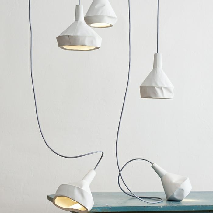 hängende-papierlampen-weiße-gestaltung