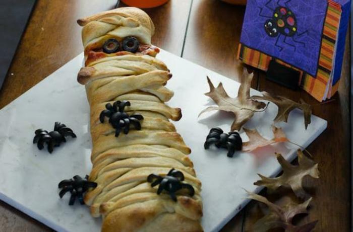 halloween-essen-eine-mumie-foto-von-oben