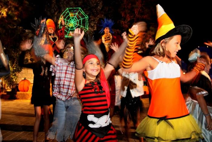 halloween-für-kinder-bunte-farben-überall